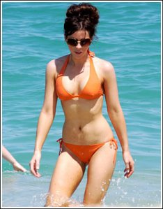 kate-beckinsale-orange-01