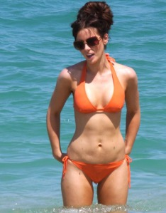 kate-beckinsale-orange-02